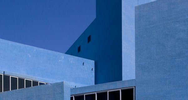 Les Universalistes – 50 ans d'architecture portugaise