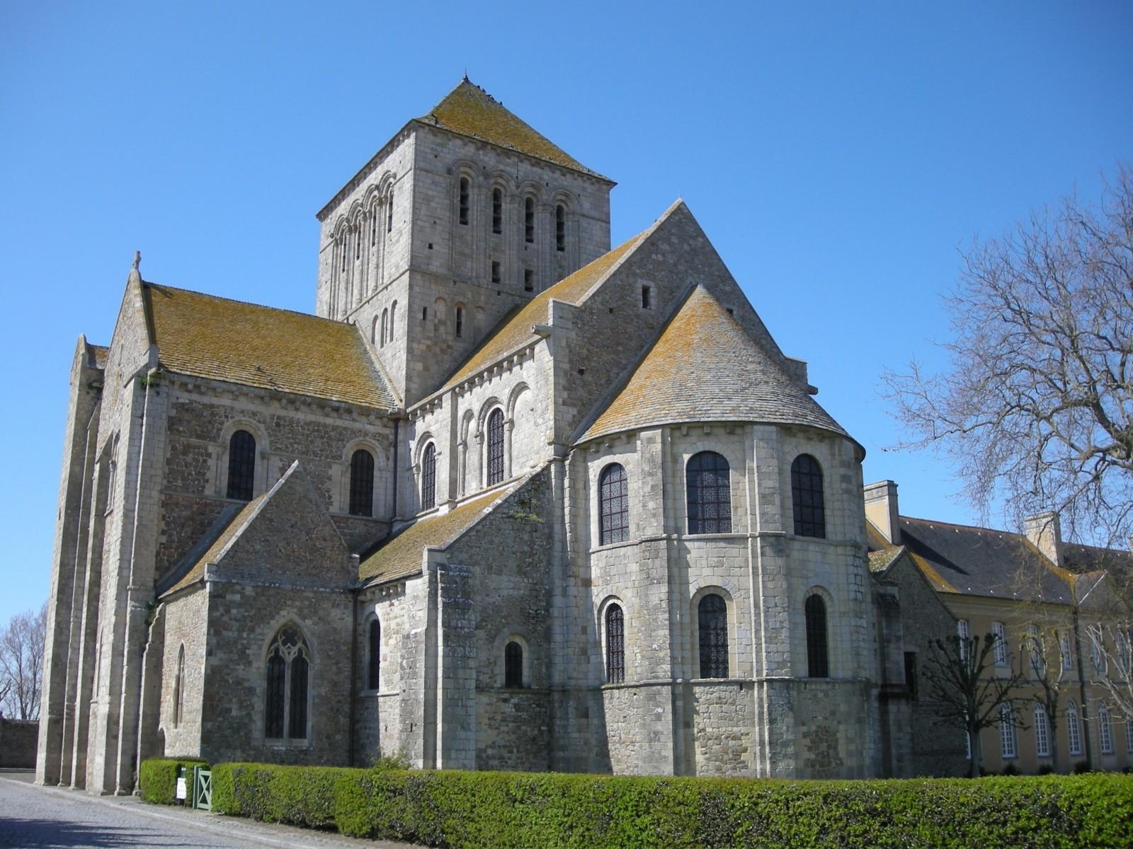 Le chevet de l'abbatiale de l'abbaye de Lessay (Manche). © Ji-Elle , source Wikipédia.