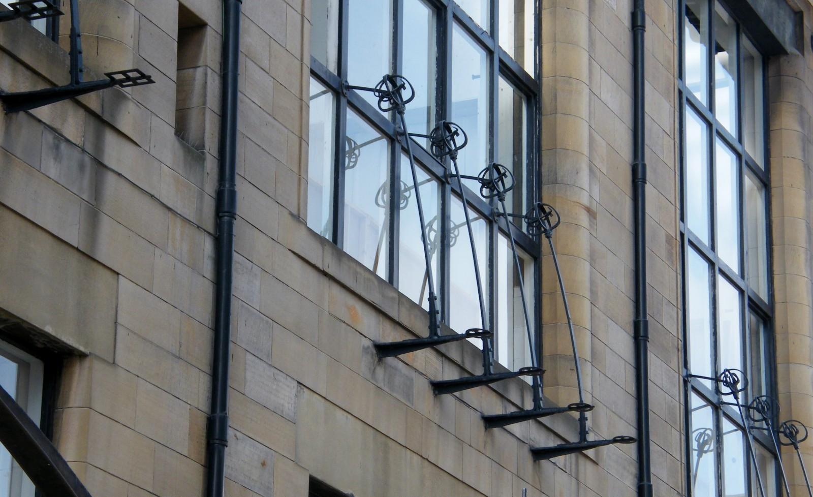 L'École d'Art de Glasgow, détail des baies de la façade Nord, en 2013. ©JMC