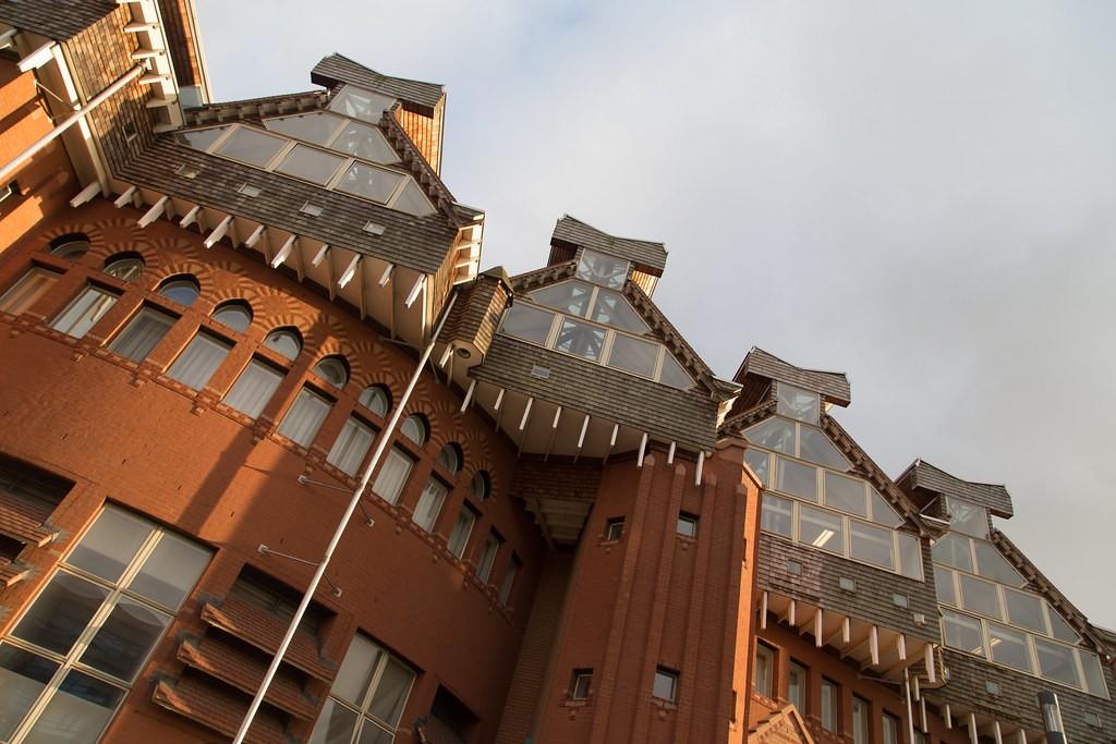 Queen's Building, de Montfort Université, Leicester, de Alan Short architecte et associés. © creative commons, © Steve Cadman de London, UK (2005)