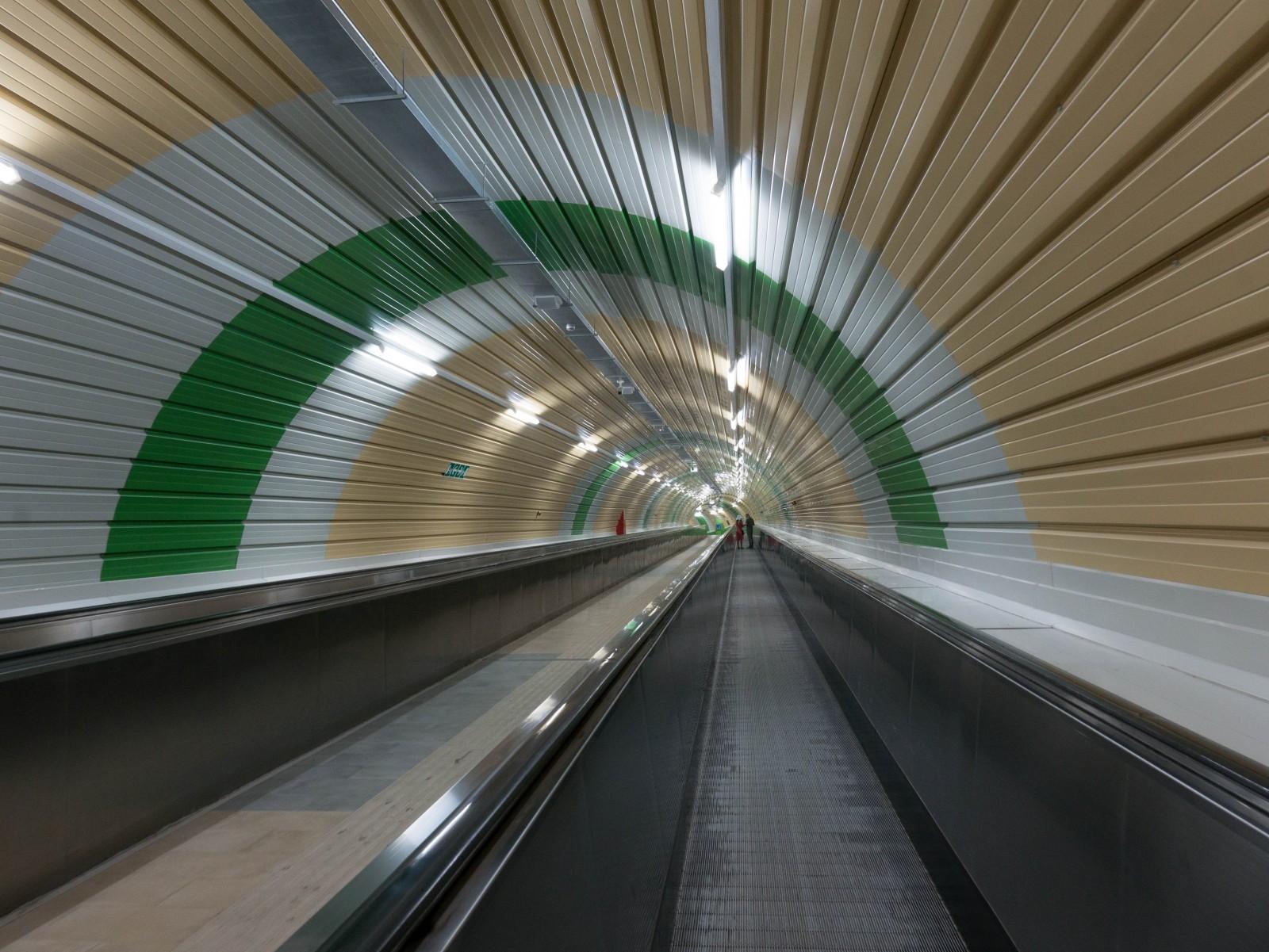 Spoletto, un tunnel du métro piétonnier. © Ph. Cieren.
