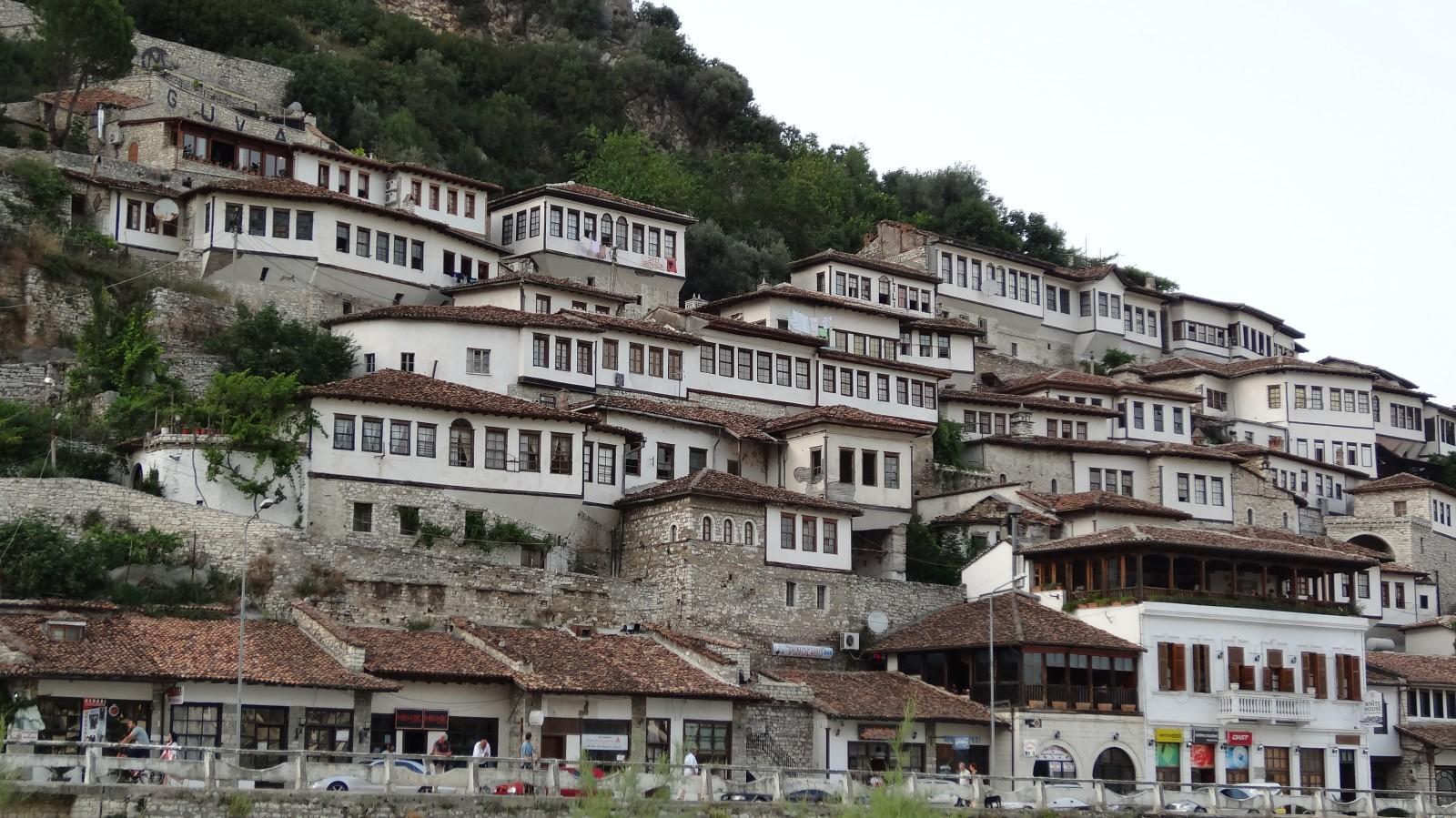 Quartier Mangalem de Berat, Albanie © Sites & Cités remarquables de France