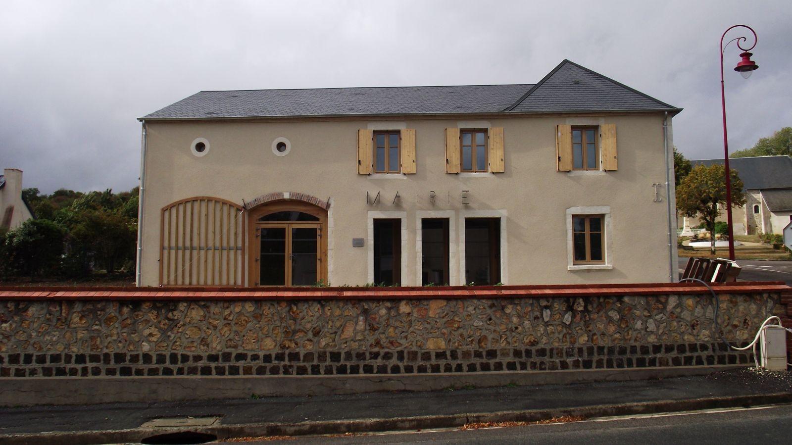 La façade sud-est de la nouvelle mairie et agence postale de Montigny, après travaux, en 2019. © CAUE18.