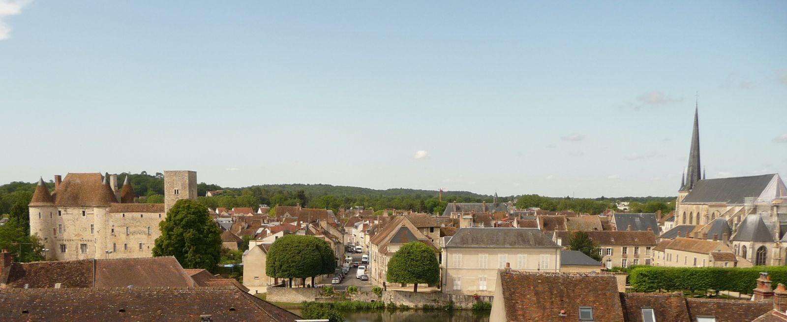 Vue panoramique sur le centre historique de Nemours. ©Yvonnick Féasson