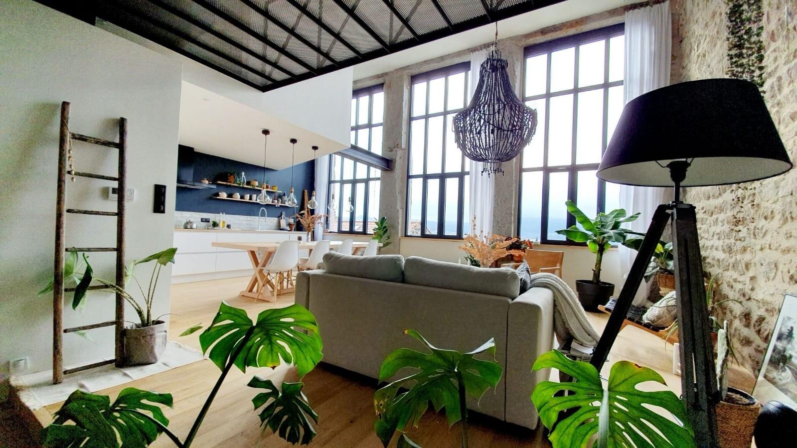 Appartement de Mélanie et d'Alexandre qui ont dessiné et pris en charge les aménagements intérieurs. © Mélanie D, propriétaire