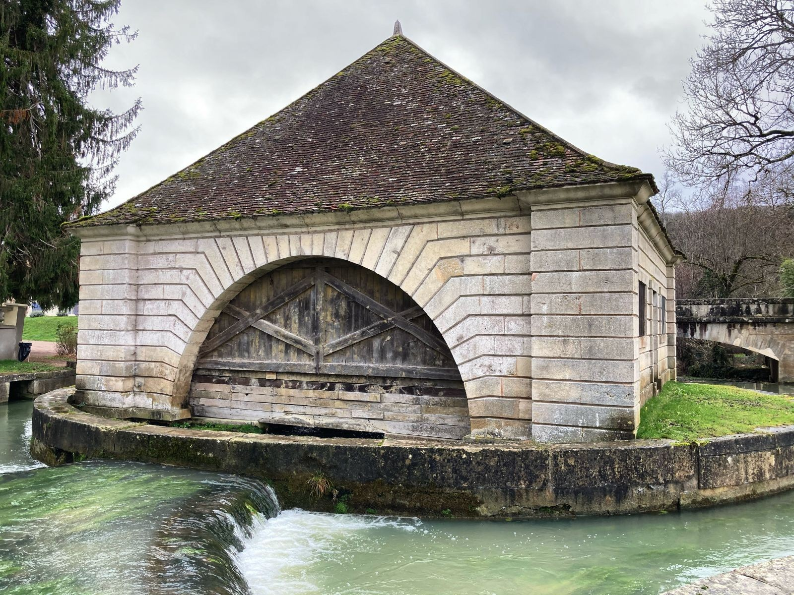 Le lavoir de Voutenay-sur-Cure. © JF Briand.