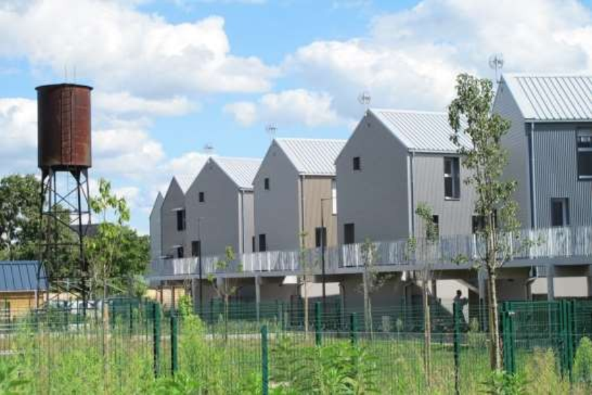 La ville sur pilotis; quartier Nouvel Air, Cour du Petit Pressoir. Projet primé en 2016 au concours «Construire en zone inondable» des ministères de l'Écologie et du Logement. © Service urbanisme de la ville.