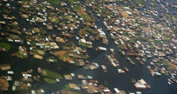 La construction traditionnelle sur le lac Nokoué, au Bénin. Reconsidérant l'abri…