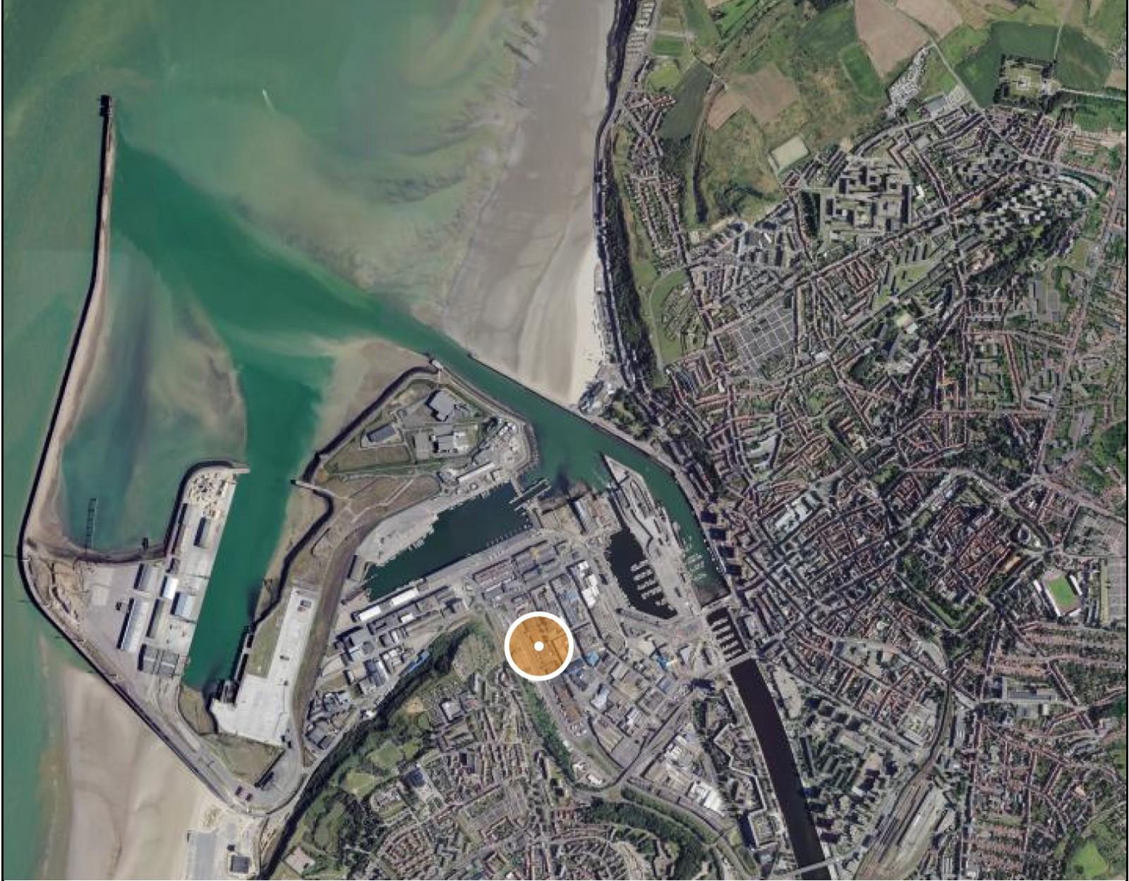 Boulogne-sur-Mer, Longitude : 1° 35′ 33″ E ; Latitude : 50° 43′ 45″ N. © À la croisée des patrimoines. Photographies aériennes - Géoportail.