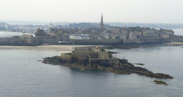 Saint-Malo intra muros, une reconstruction à l'identique ? (1/2)