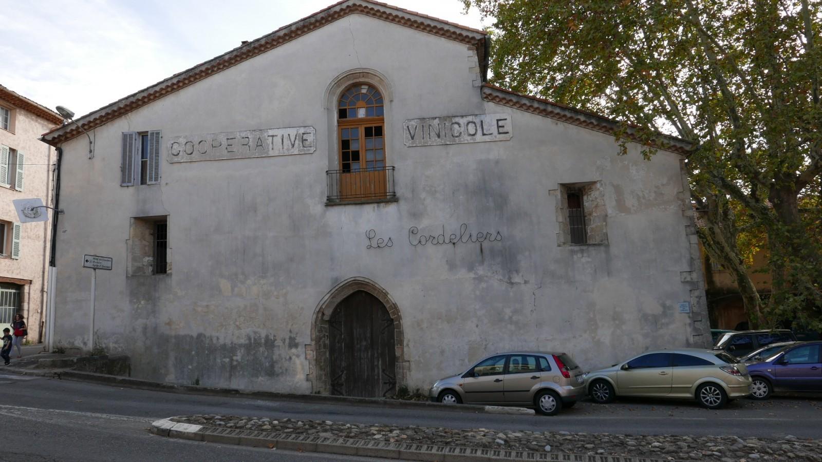 La cave coopérative du couvent des Cordeliers à Brignoles. © Jacques Guérin.