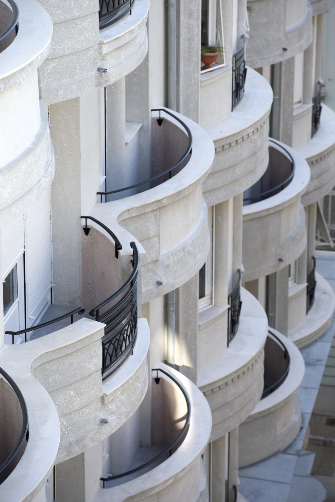 Immeuble Gloria Mansions, détail des balcons. © Ass Gloria Mansion et Philippe Viglietti.