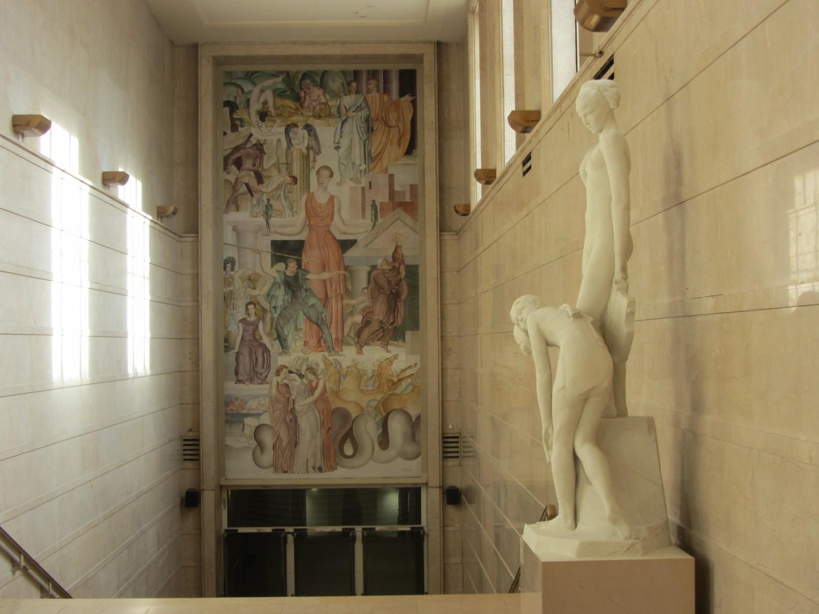 L'Âme de la Danse a trouvé place sur le palier intermédiaire de l'escalier Paris. © C.L.